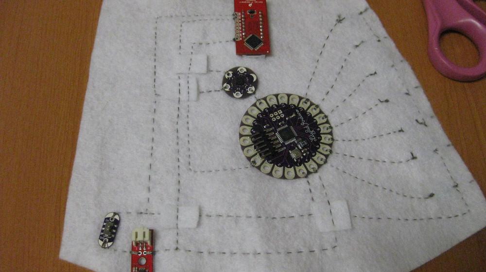 LilyPad Arduino Simple Board - Edwin Robotics FZ LLC